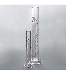 Цилиндры мерные с носиком на стеклянном основании